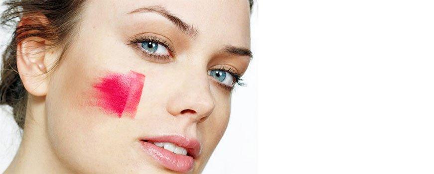 """<a href=""""http://nesekret.net/beauty/makeup/kak-pravilno-nanosit-rumyana""""><b>Типы румян и Как правильно наносить румяна на лицо</b></a><p>Трудно переоценить роль румян в создании идеального макияжа. Они могут освежить уставшее лицо, придать рельефности чертам, подчеркнуть юность и свежесть или, наоборот, добавить образу томности. Но неудачно нанесённые румяна превращаются</p>"""